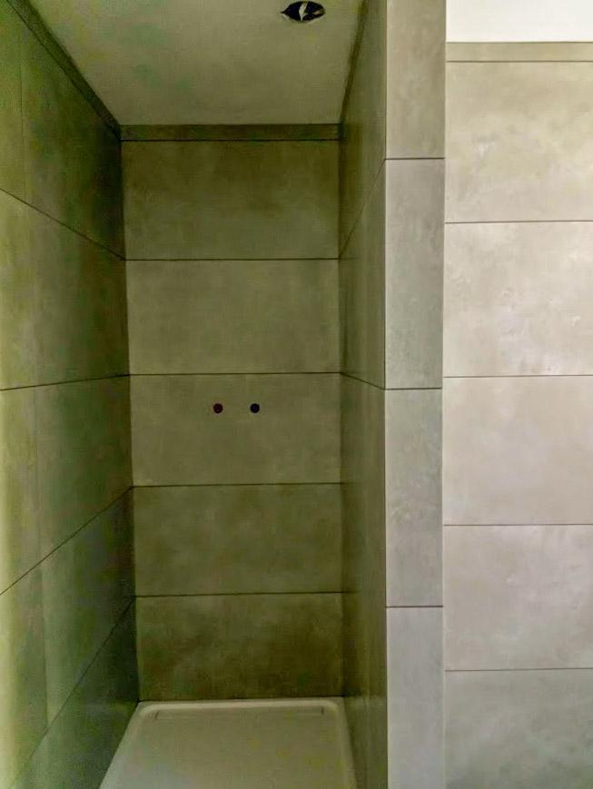 Sven Era - Tegelwerken in badkamer